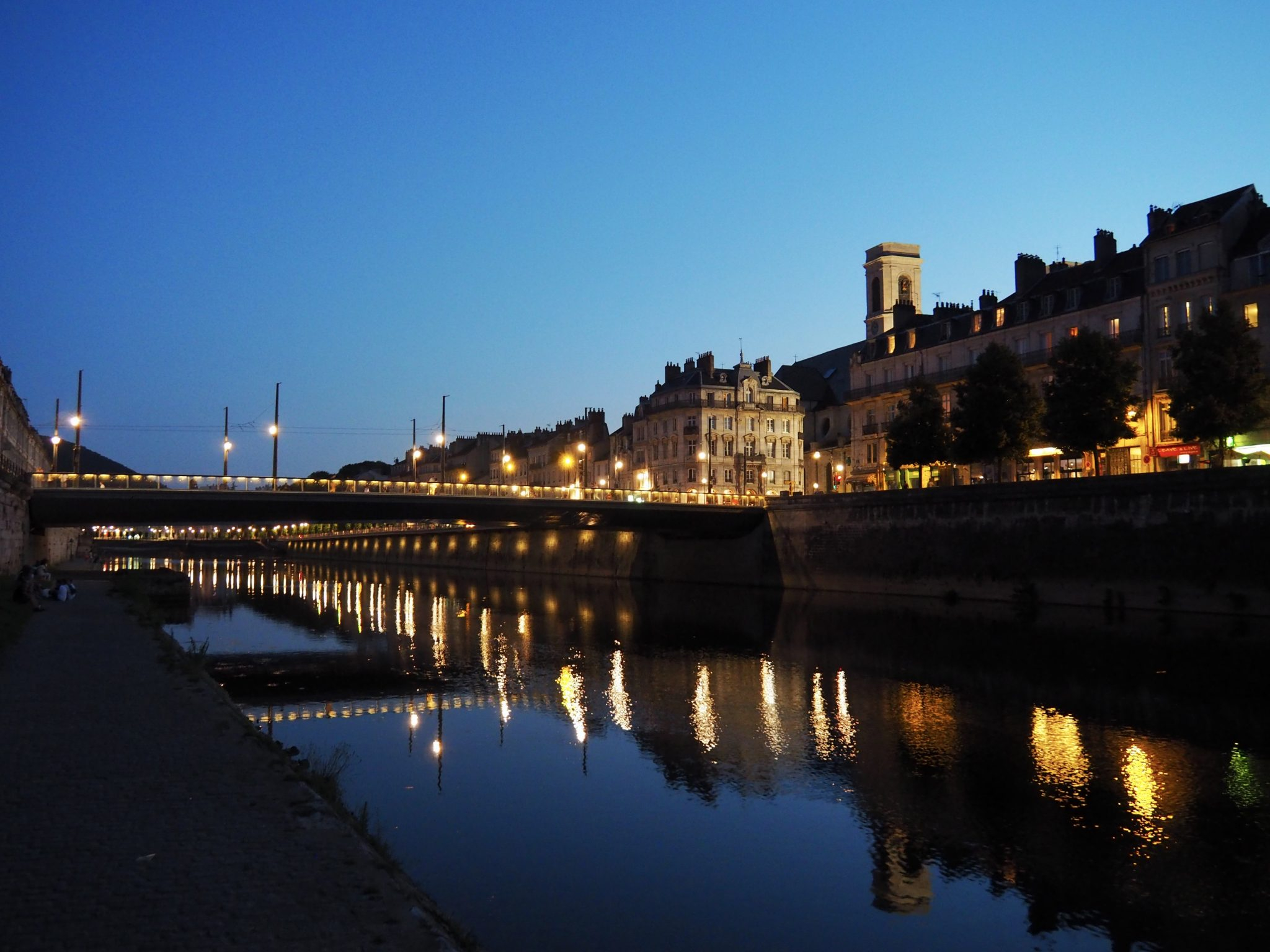Besancon Doubs bei Nacht
