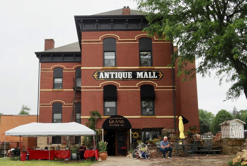 Elizabeth's Grand Antique Co. Illinois USA